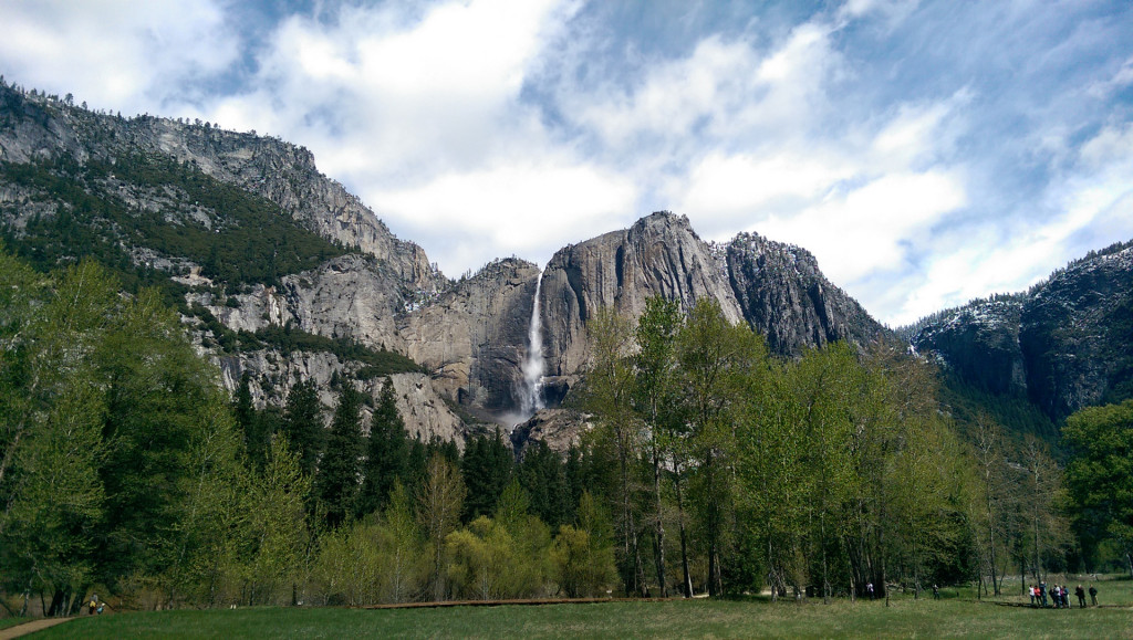 Hiking in Yosemite - Yosemite-falls-(from-the-bottom)