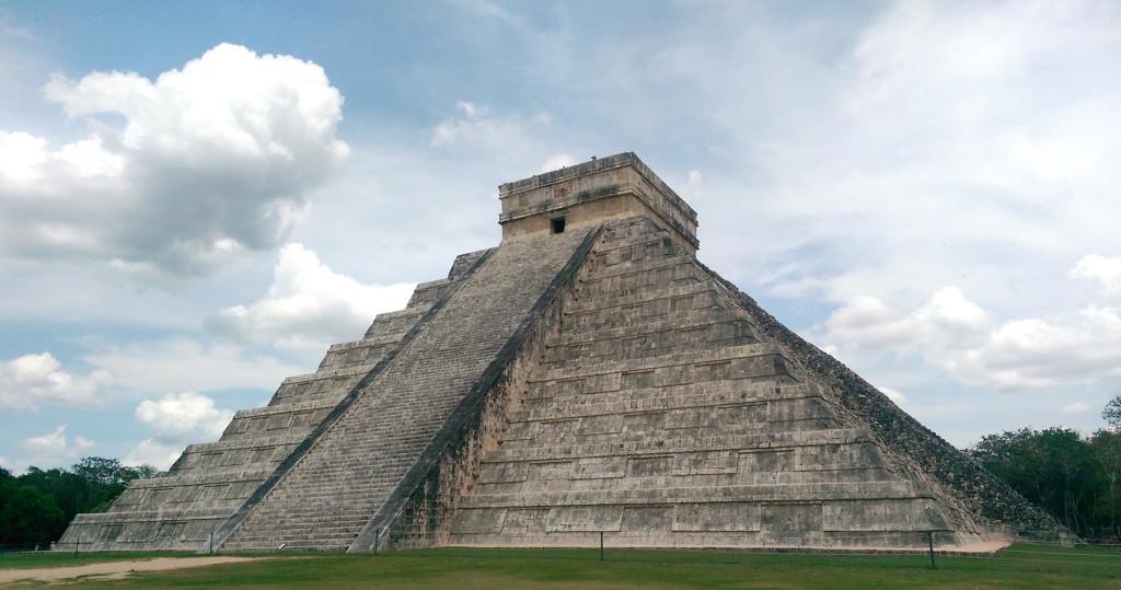 Chichen-Itza-El-Castillo