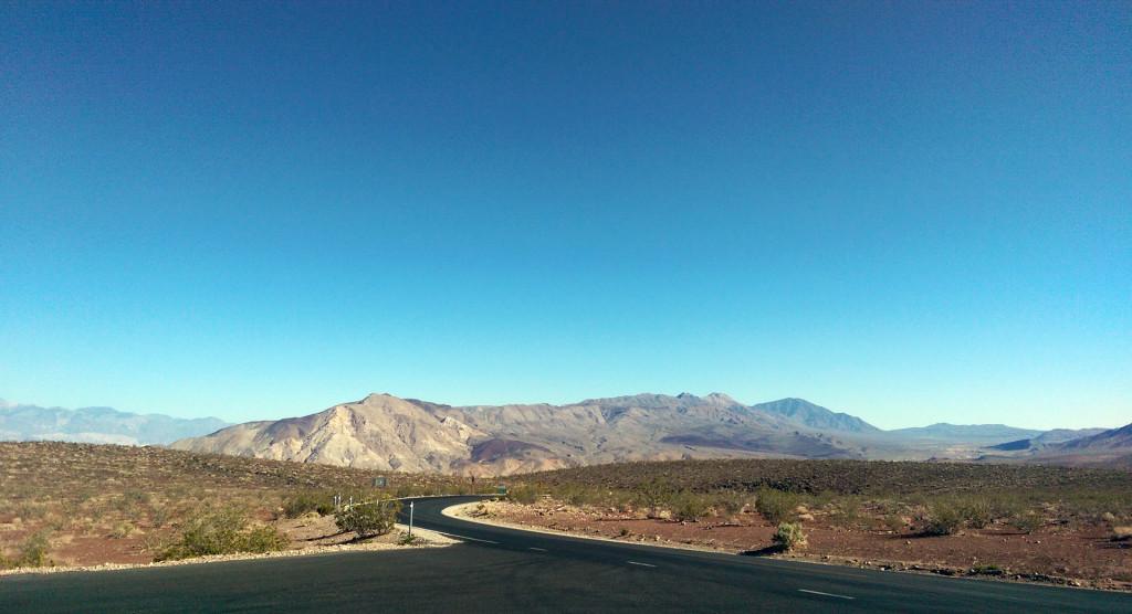 Road trip to Las Vegas - Desert-road