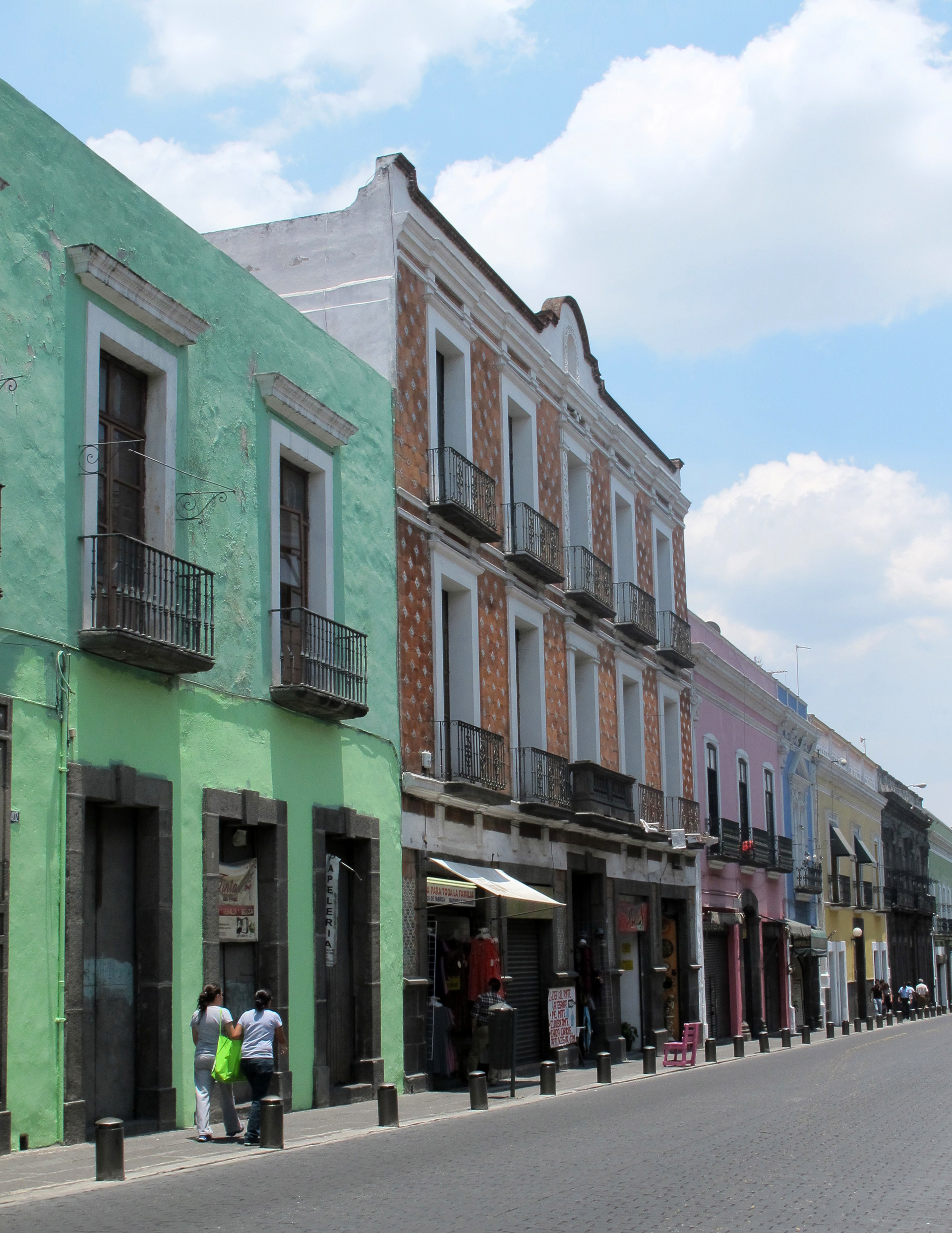 Puebla---colourful-streets