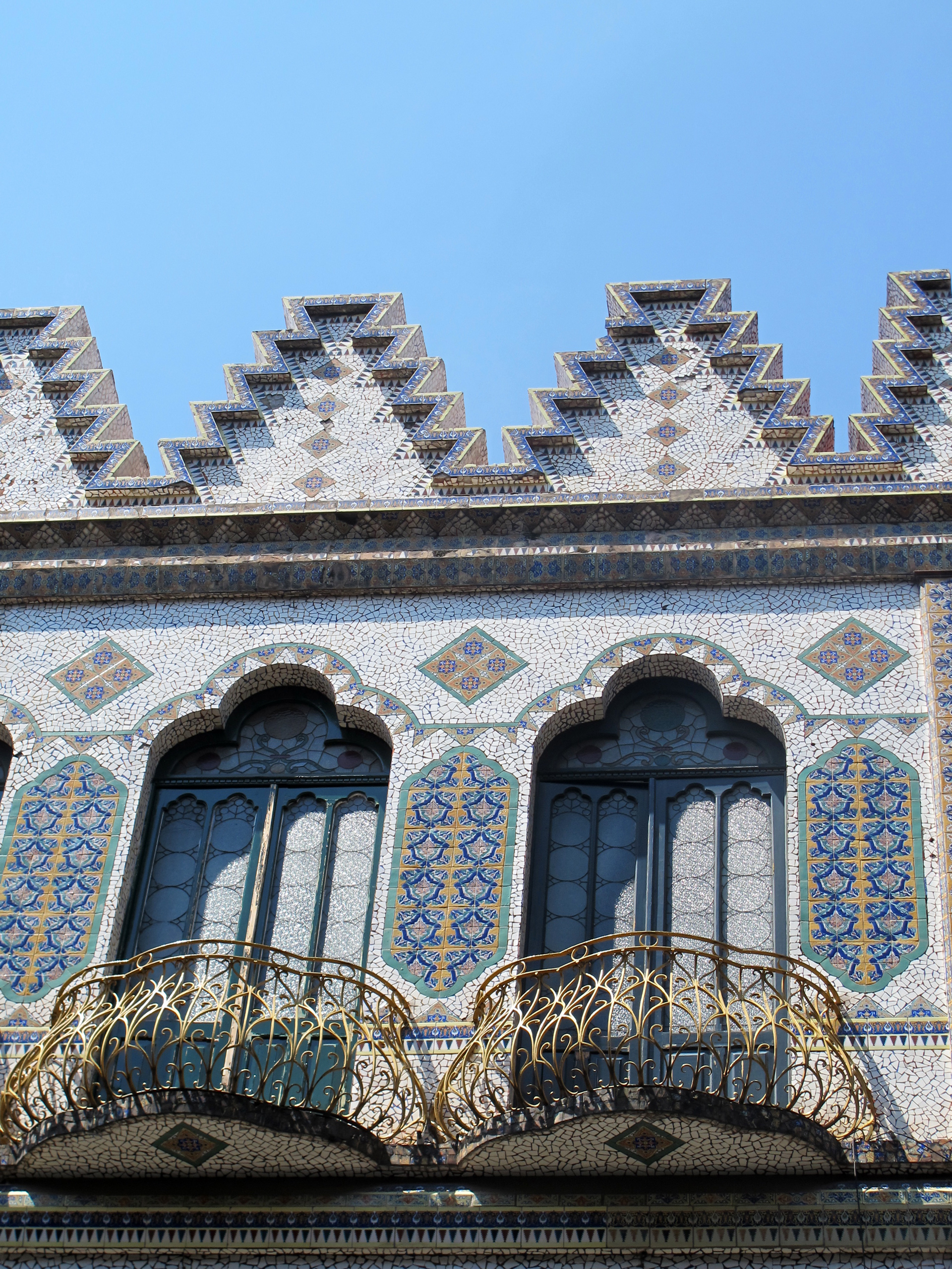 Puebla---tiled-building