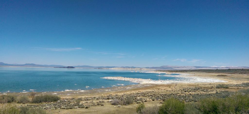 Road trip to Las Vegas - Shores-of-Mono-Lake
