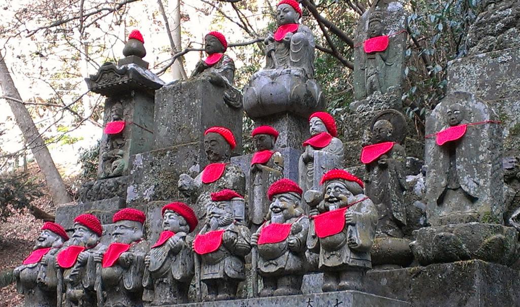 Mount-Takao-statues