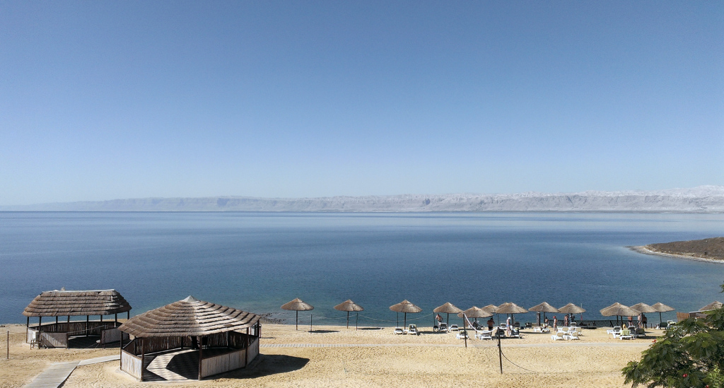 Dead-Sea-beach-Holiday-Inn-Resort