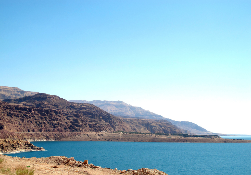 Dead-Sea-drive-along-the-banks