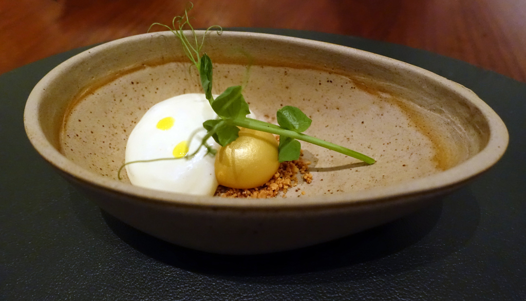 Fera-Golden-yolk-with-razor-clams(2)
