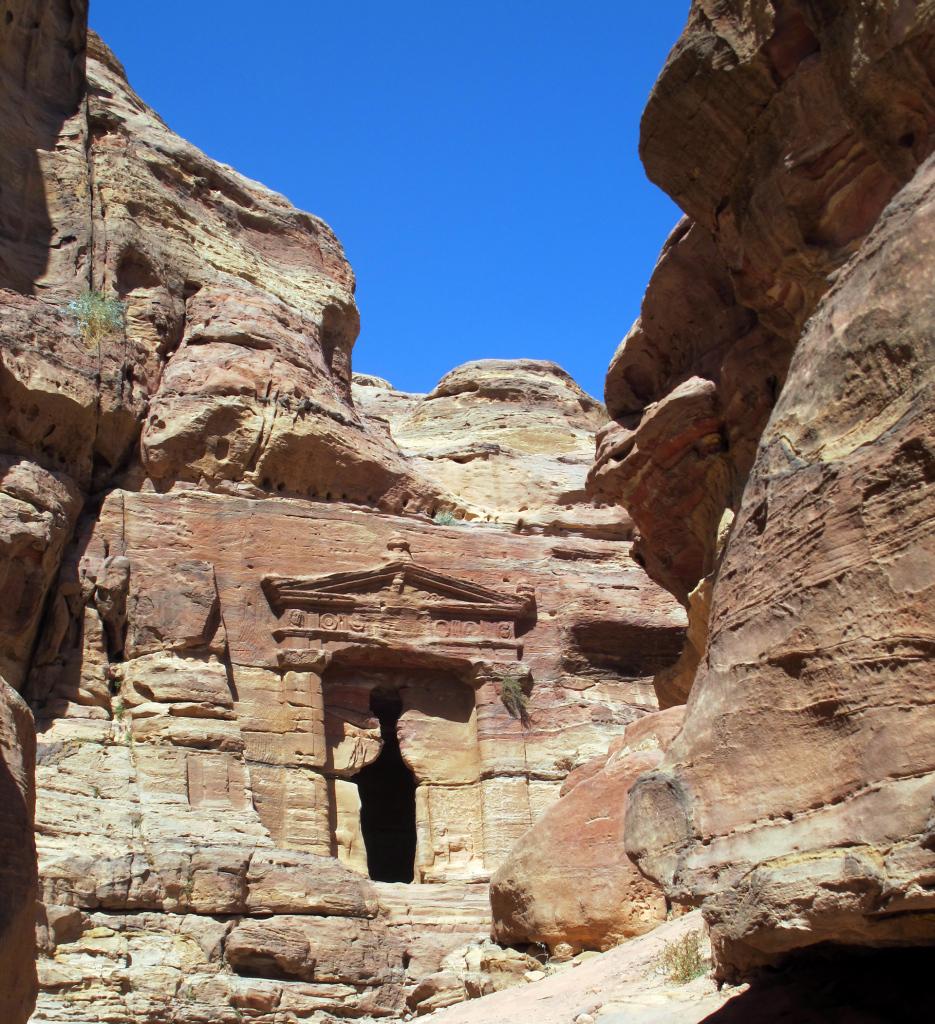 Petra-hidden-doorway