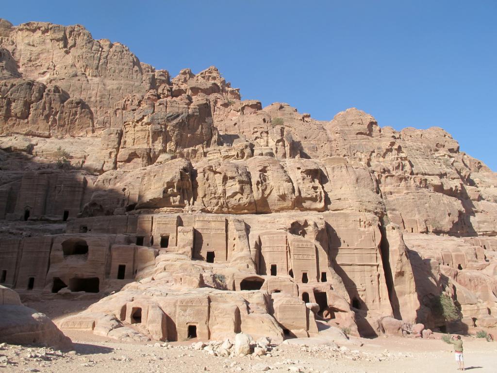 Petra-monk's-holes(2)