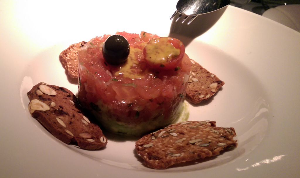 Ten-con-Ten-tuna-tartare(2)