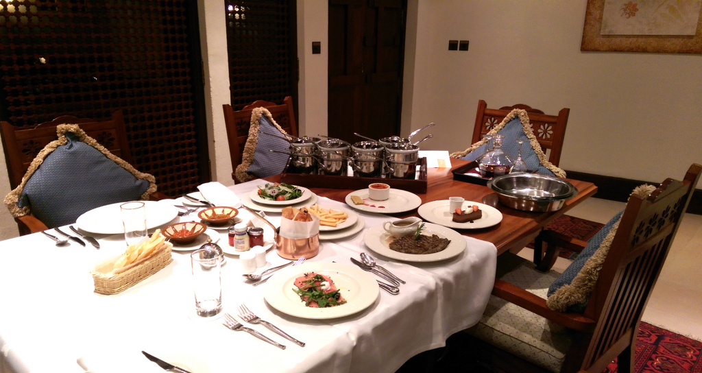 Al-Maha-room-service-supper