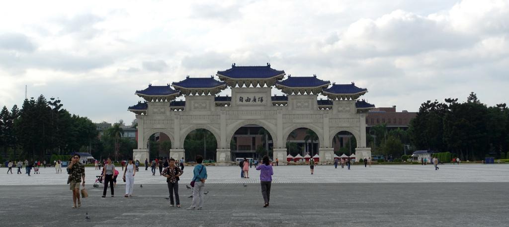 Taipei-CKS-Memorial-gate
