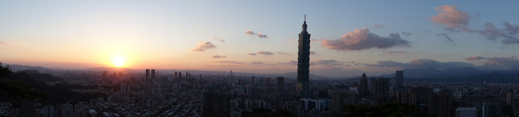 Taipei-sunset-panorama