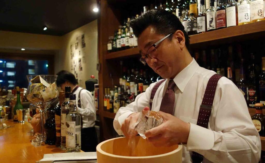 Bars---Bar-High-Five-Ueno-San-ice-carving