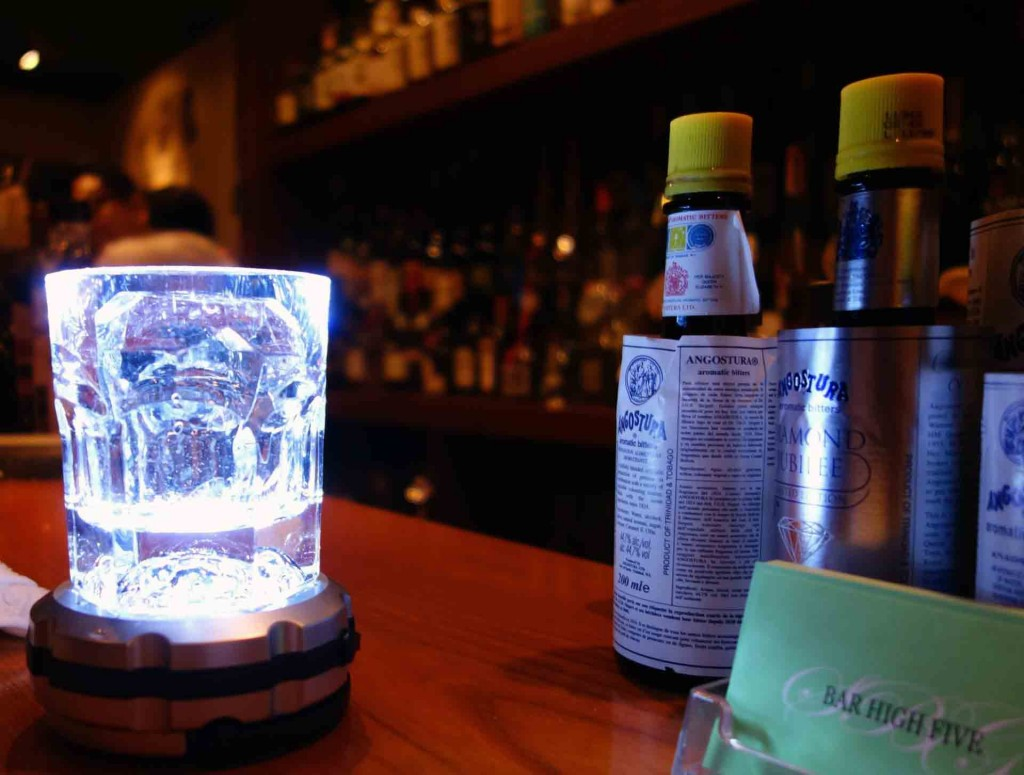 Bars---Bar-High-Five-carved-ice