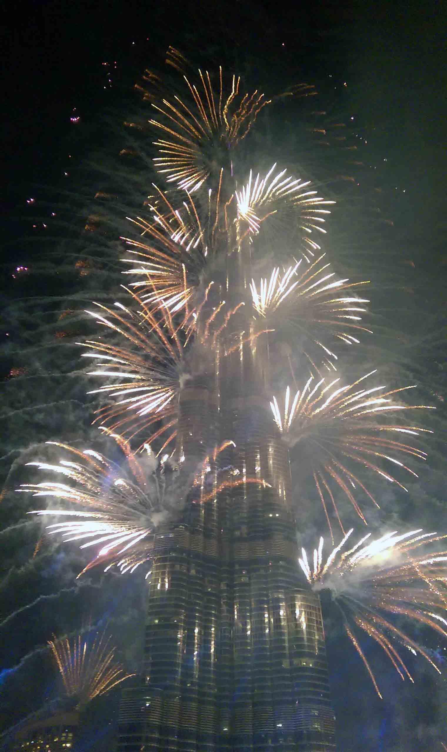 Dubai-Burj-Khalifa-fireworks-(4)