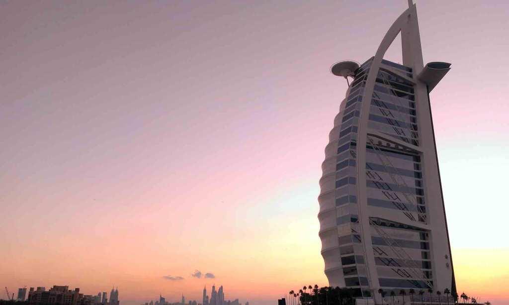 Dubai-view-of-Burj-Al-Arab-from-360-(2)