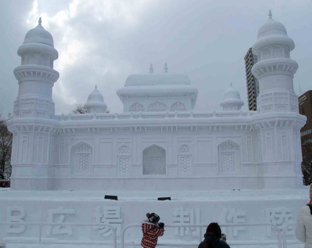 Japan-winter---Sapporo-ice-festival(2)
