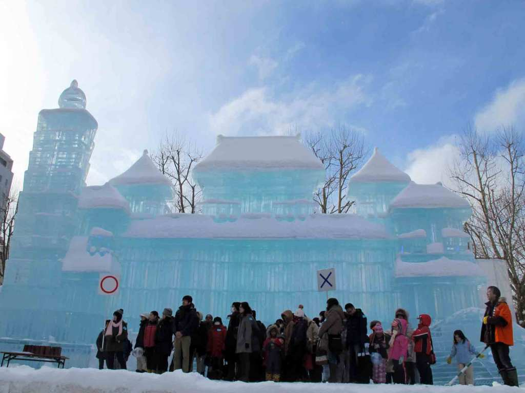 Japan-winter---sapporo-ice-festival-(2)