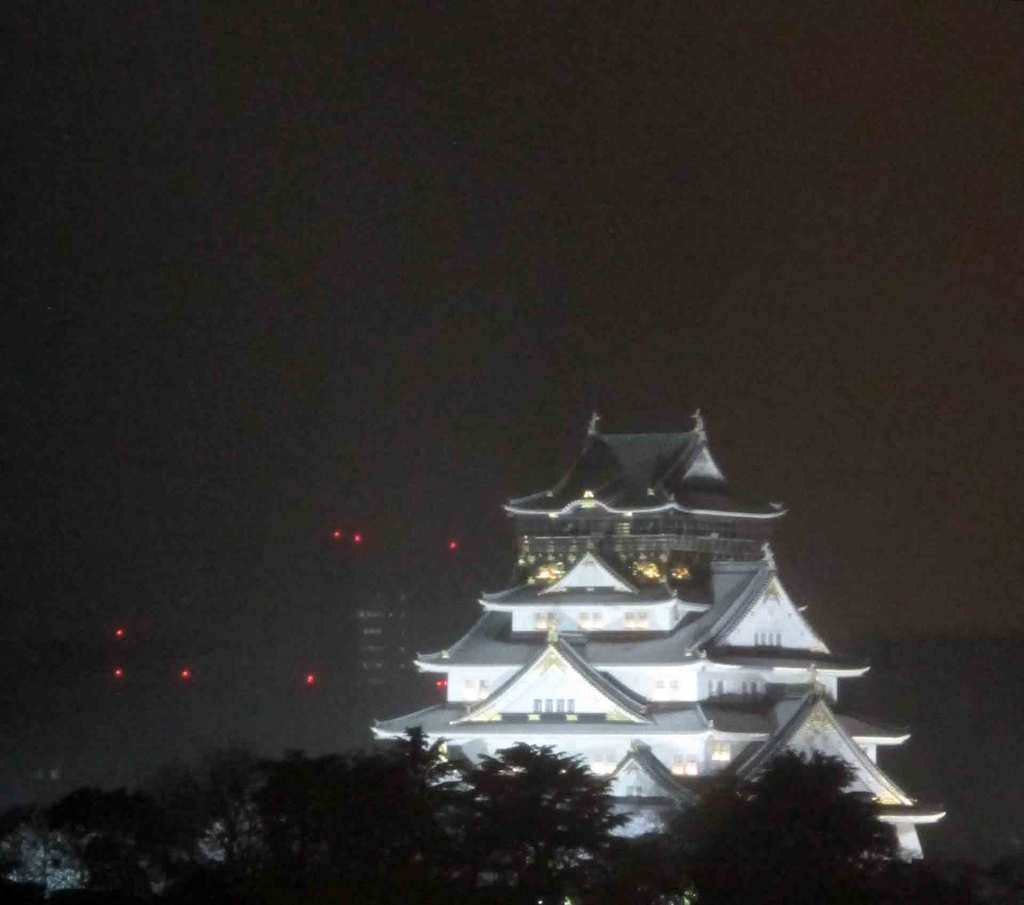 Osaka-castle-at-night
