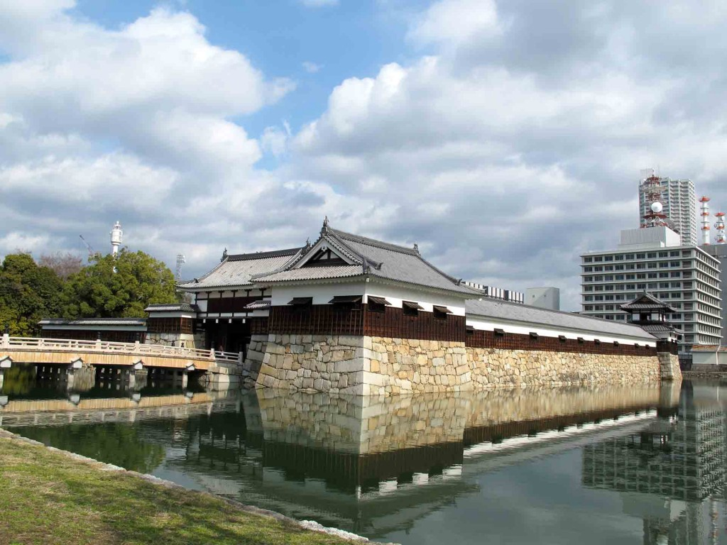 Hiroshima-entry-to-the-castle