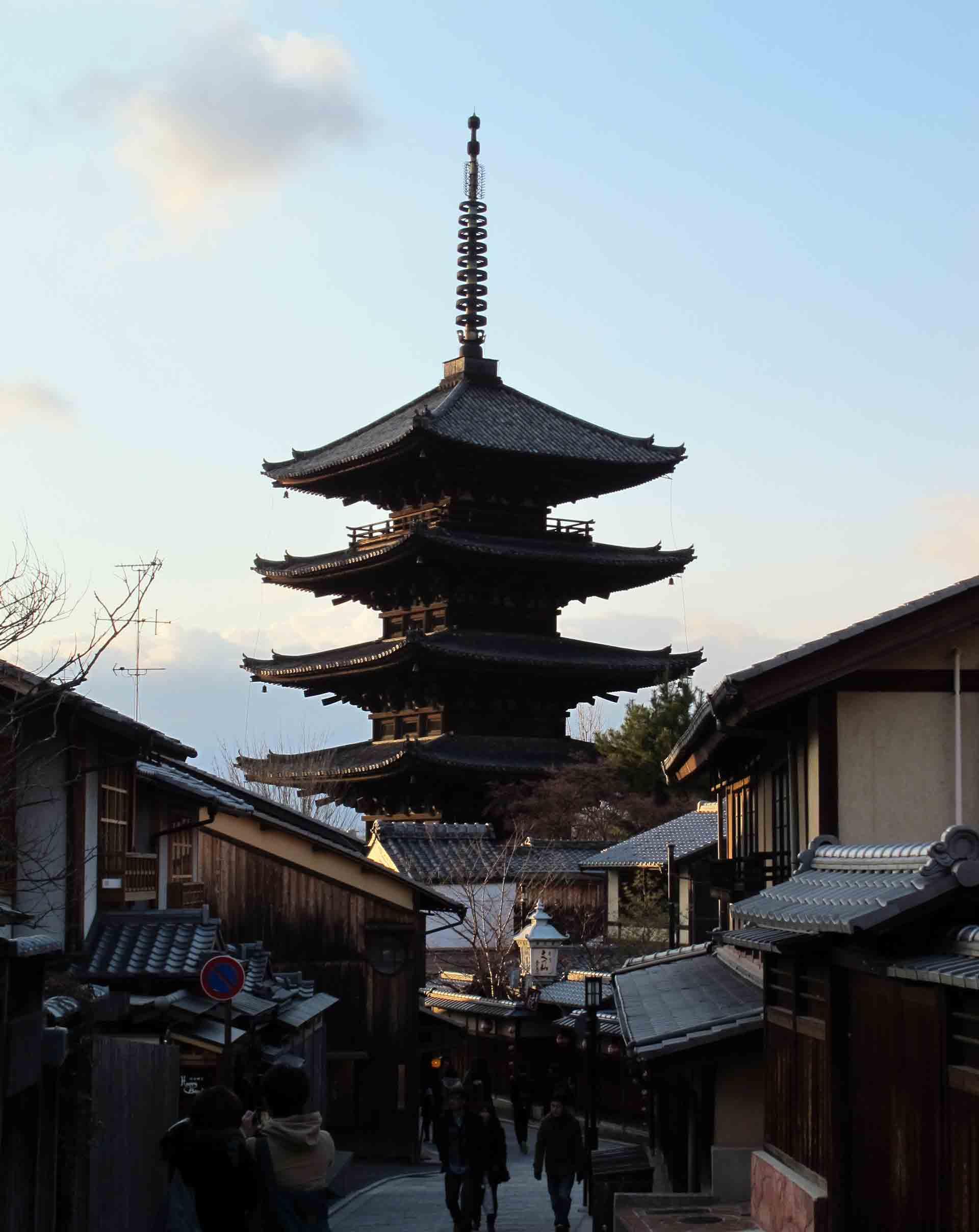 Kyoto-Higashiyama-with-view-of-koyashu-pagoda