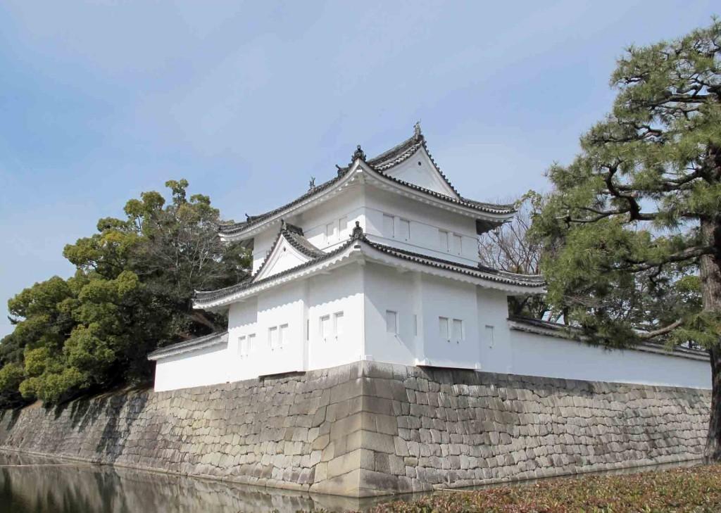 Kyoto-Nijo-castle-walls