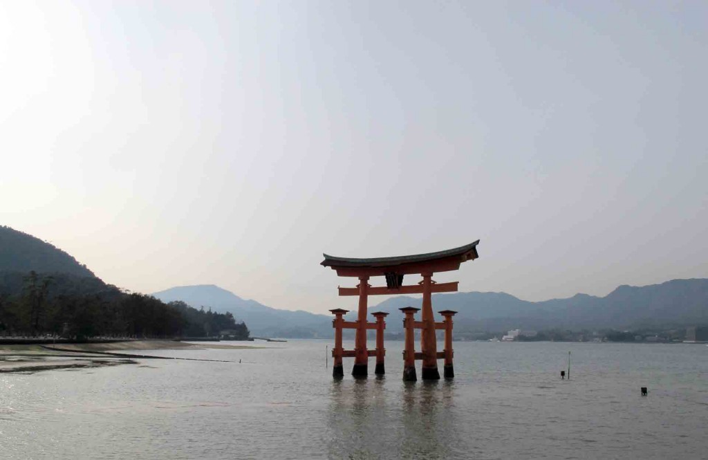 Miyajima-the-Great-Torii