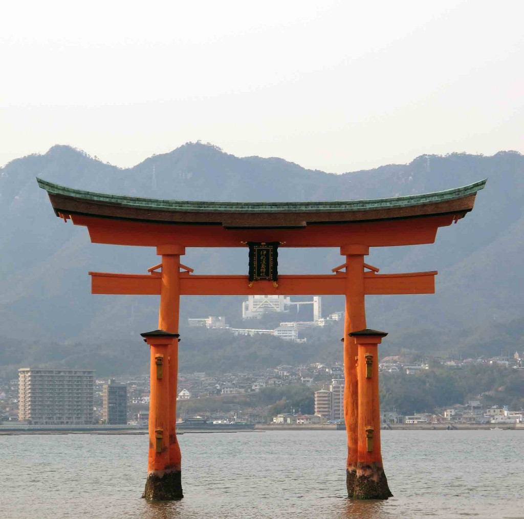 Miyajima-the-Great-Torii(3)