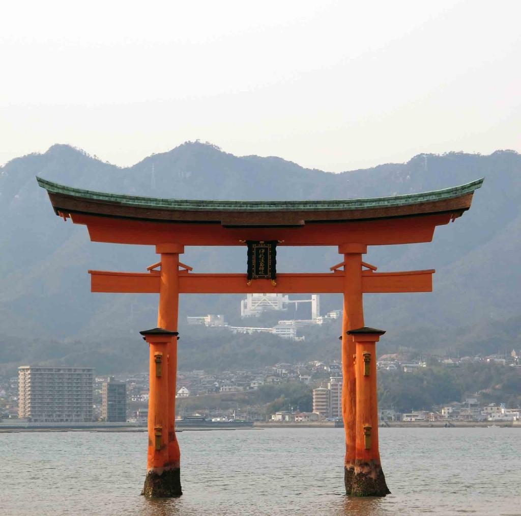 Miyajima-the-Great-Torii(3)