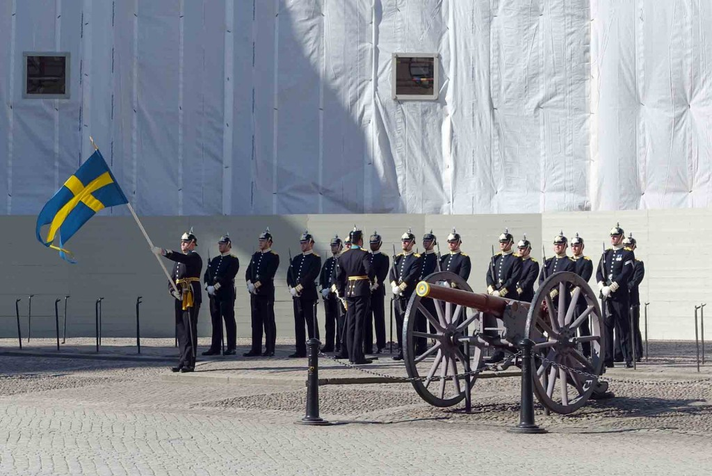 Stockholm-changing-of-the-guard(1)