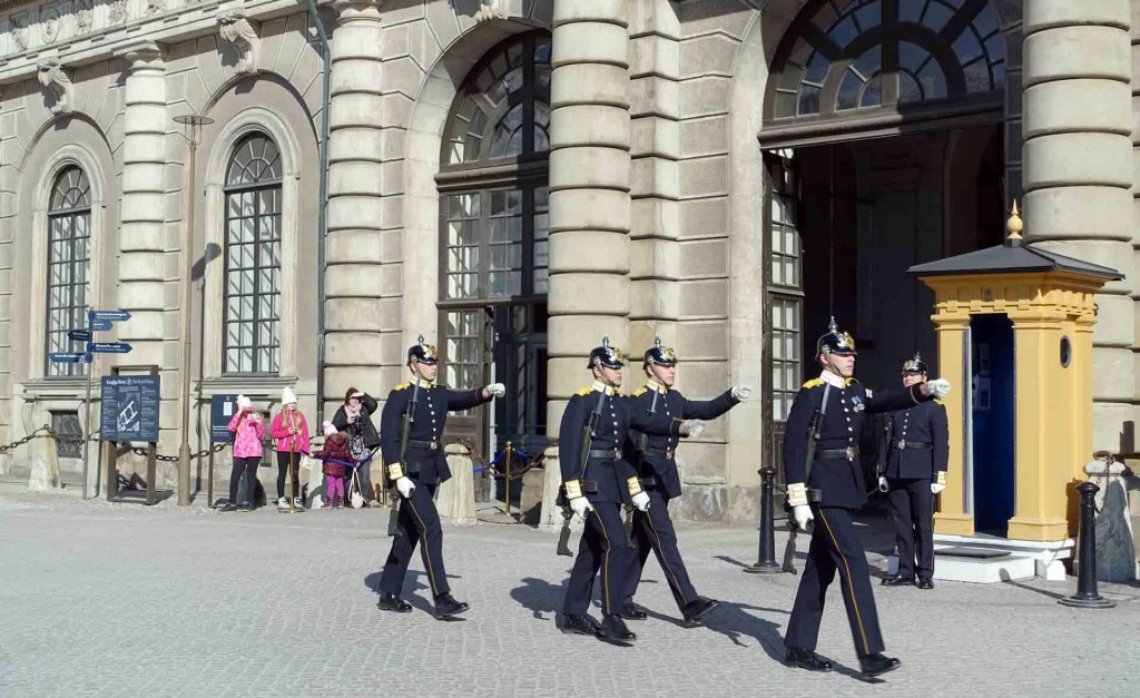 Stockholm-changing-of-the-guard(2)