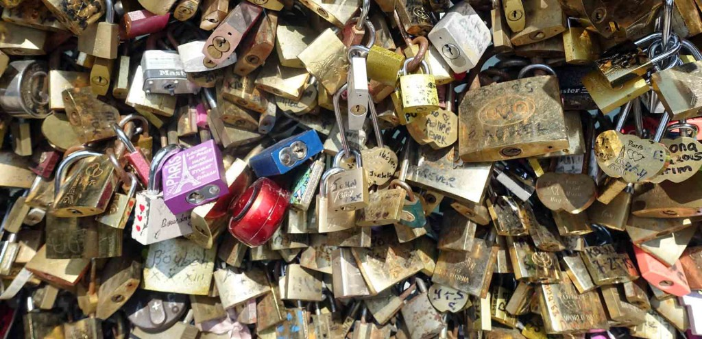 Paris-love-locks